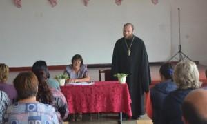 Священник принял участие в родительском собрании