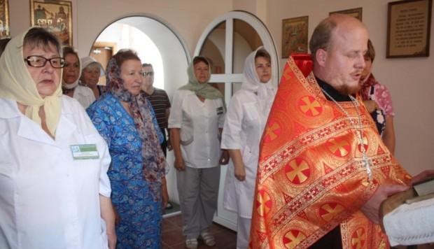Праздничный молебен в больничном храме