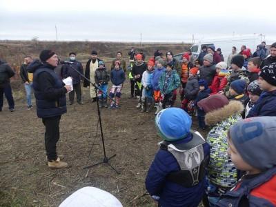 Клирик Свято-Никольского храма п. Ракитное посетил молодёжное первенство Белгородской области по мотокроссу.
