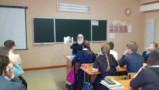 Благочинный встретился с ракитянскими школьниками